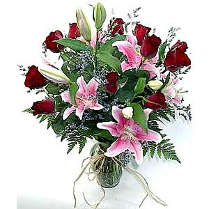 Romantic Roses and Lilies Bouquet